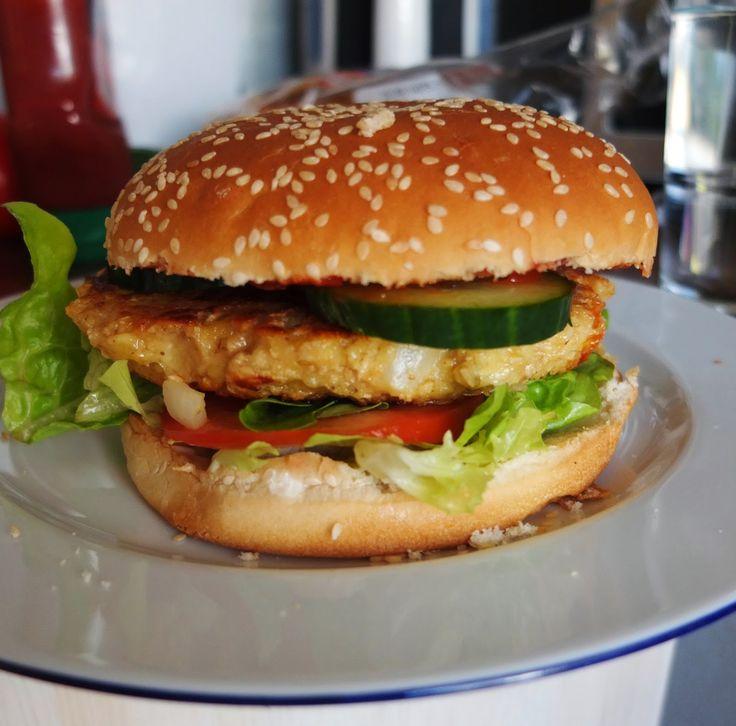 Kochen kann so leicht sein: Vegetarische Burger mit Haferflocken-Käse-Buletten...