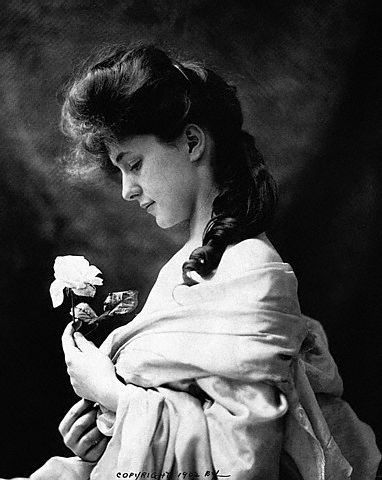 U.S. Miss Evelyn Nesbit (with her Gibson Girl look), 1902
