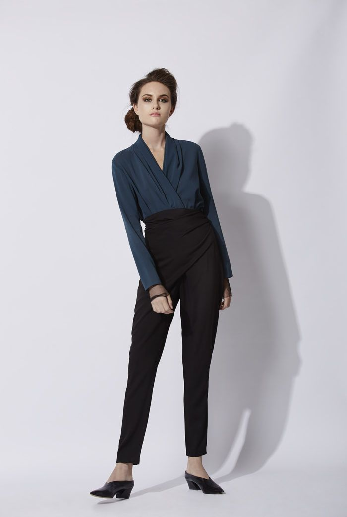 Lia Pants: High waisted cigarette pants that can be wrapped and tied at the waist.The knot can be tied either at the front or at the back. This model can be combined with the Paula top. Made in Barcelona. Cortana AW 2016 collection. Shop online.
