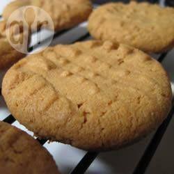 Cookies de amendoim sem glúten 1 xícara (260 g) de manteiga de amendoim 1 xícara (200 g) de açúcar 1 ovo