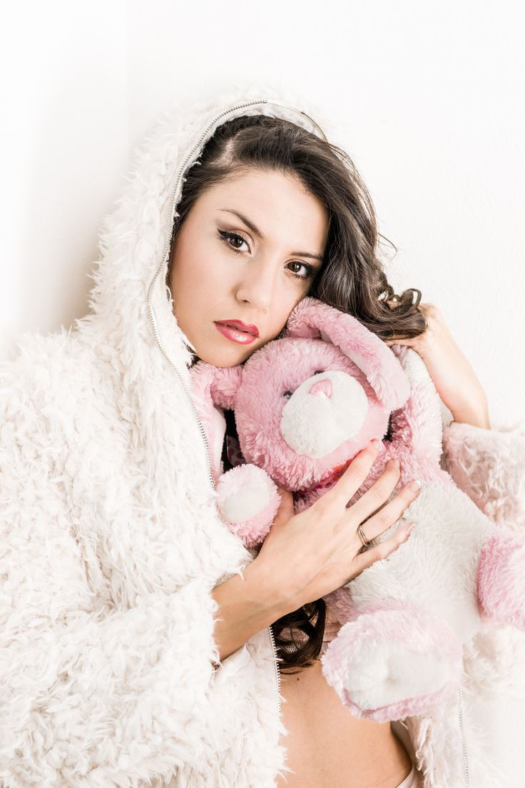 Lucky pink rabbit and the Little White Riding Hood - sMq 2015 - ML