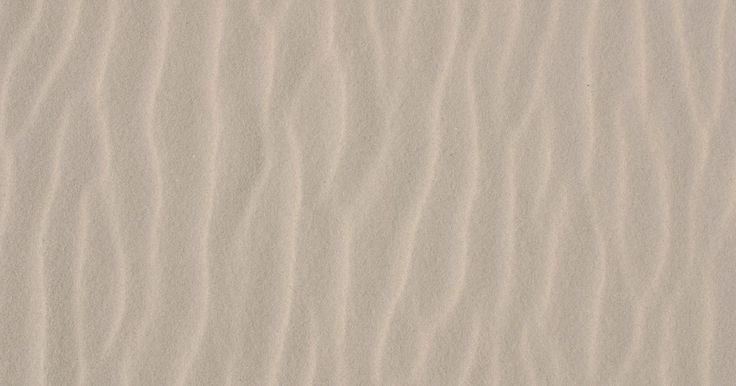 """O significado de coloides do solo no cultivo de plantas. Pequenas partículas de argila, cascalho, areia ou lodo são chamados de coloides. As plantas absorvem seus nutrientes de minerais dissolvidos em água e no solo. Os nutrientes que têm cargas ionizadas positivas, ou moléculas chamadas de """"cátions"""", são atraídos pela superfície de carga negativas dos coloides. A quantidade e o tamanho dos coloides no ..."""