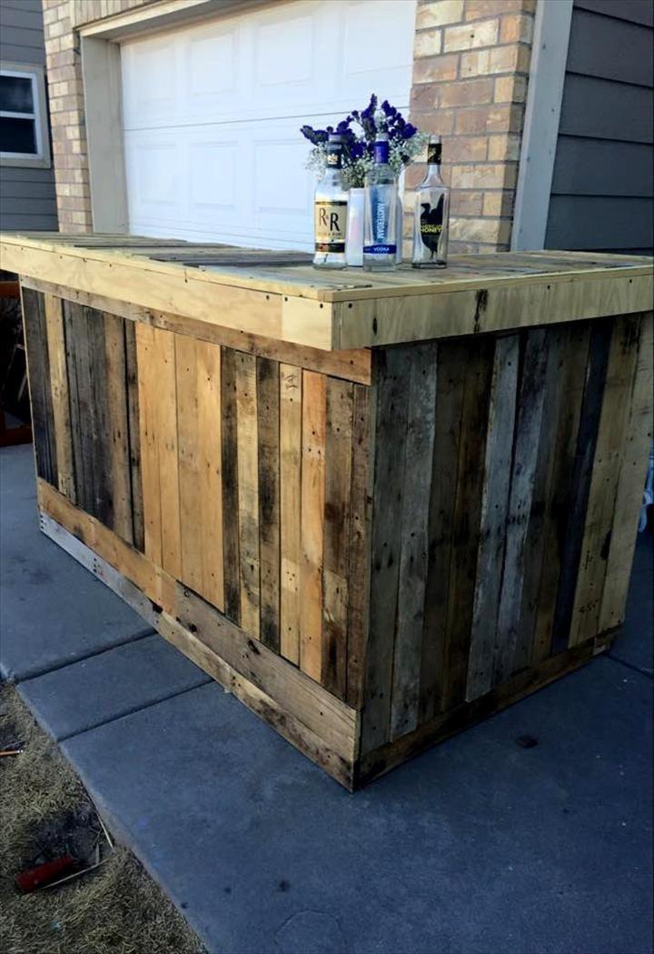 ultra-rustic-wooden-pallet-bar.jpg 720×1,049 pixels