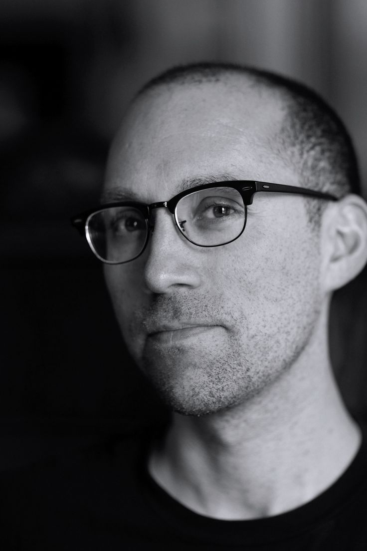 MARKET HOURS | 이 작품을 연출한 Jon Goldman은 유년 시절 파리에서 몇 해를 보내면서 영화, 외국어, 국제적 이슈에 대한 안목을 길렀다. | Lexus i-Magazine Ver.5 앱 다운로드 ▶ www.lexus.co.kr/magazine #Lexus #Magazine #intersect #lexusshortfilms #shortfilms #markethours #jongoldman