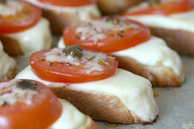 tomato mozzarella crostini