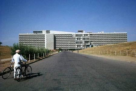 Чандигарх (Chandigarh, Ле Корбюзье. Le Corbusier. Здание Секретариата (Secretariat Building)