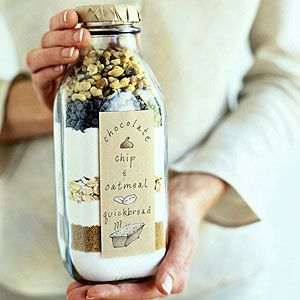 GIFT: Chocolate Chip Oatmeal Quick Bread  1. In a large bowl, mix the contents of this bottle: 2 cups all-purpose flour, 1 cup rolled oats, 1/2 cup granulated sugar, 1/2 cup brown sugar, 2 teaspoons baking powder, 1 teaspoon baking soda, 1/2 teaspoon cinnamon, 1/2 teaspoon salt, 1/2 cup chopped walnuts, and 1/2 cup miniature chocolate chips.  2. In a small bowl, beat 1 1/2 cups buttermilk, 2 large eggs, and 1/4 cup melted butter. 3. Stir wet mixture into dry ingredients just until evenly mois...: Quickbreads, Chocolates Chips, Gifts Ideas, Quick Breads, Homemadegifts, Homemade Gifts, Diy Gifts, Handmade Gifts, Christmas Gifts