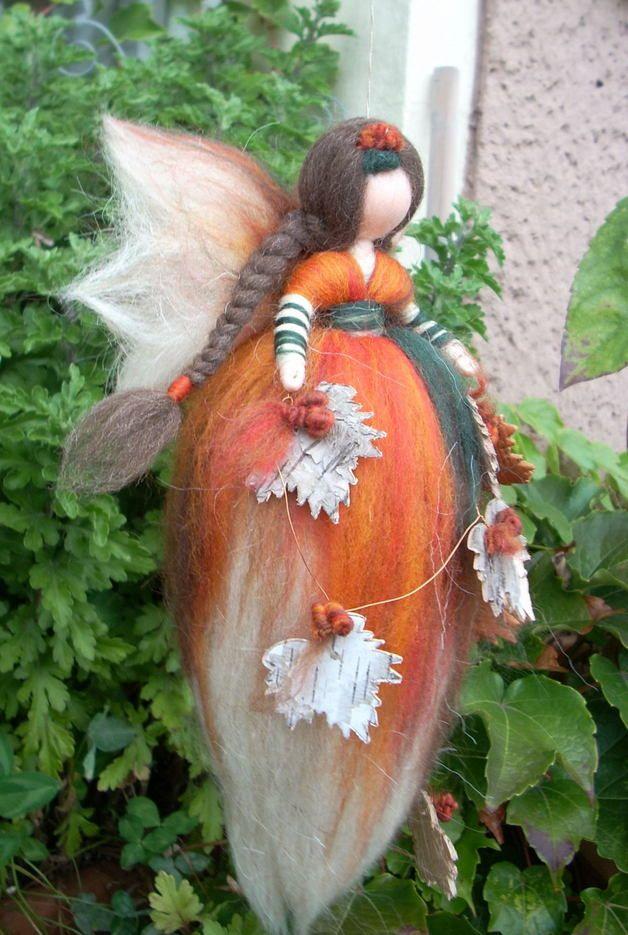 Jahreszeitentisch - Herbstfee*Elfe*Fee*Märchenwolle*Mutter Erde - ein Designerstück von Holzwolle-Spielkunst bei DaWanda