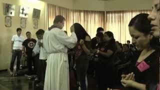 Oración cantada en lenguas, con imposición de manos. Por el Padre Teodoro (Dirk Kranz) - YouTube