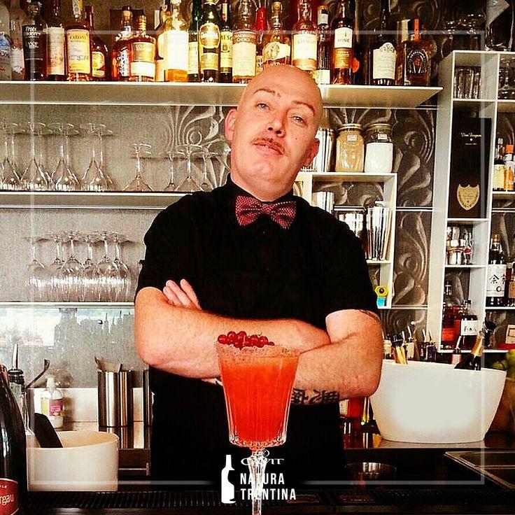 """""""Convivialità"""" è la parola che riassume meglio il #cocktail Summer Sunset e il suo creatore Mauro Uva, barman dell'Astor Hotel di Belluno."""