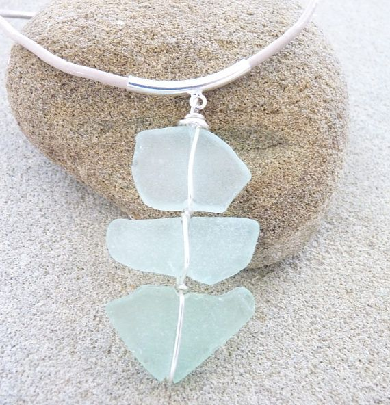 Sea glass necklace.Collier verre dépoli par la mer.