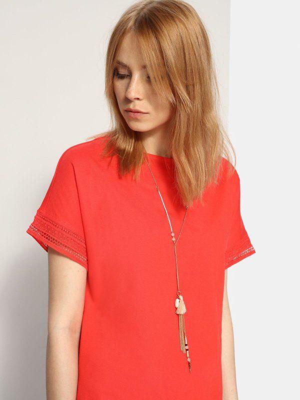W2017 T-shirt damski czerwony  - t-shirt krótki rękaw - TOP SECRET. SPO2781 Świetna jakość, rewelacyjna cena, modny krój. Idealnie podkreśli atuty Twojej figury. Obejrzyj też inne t-shirty tej marki.