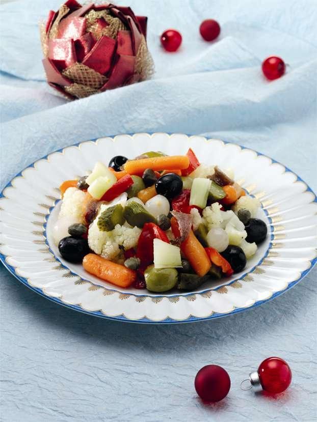 Insalata di rinforzo: una ricetta tradizionale campana, contorno tipico del menu di Natale  http://www.alice.tv/ricette-natale/insalata-di-rinforzo