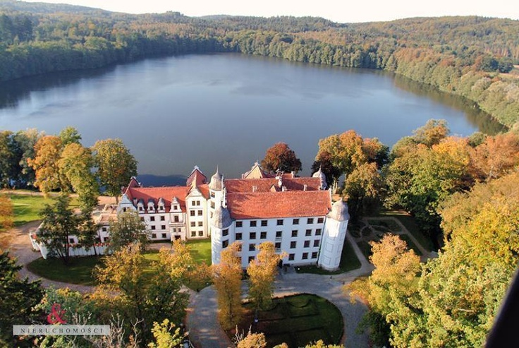 Palace for sale (Poland, Mazury, 50 rooms, 4 levels, sqft: 31000, year built: 1494). Price: $11100000
