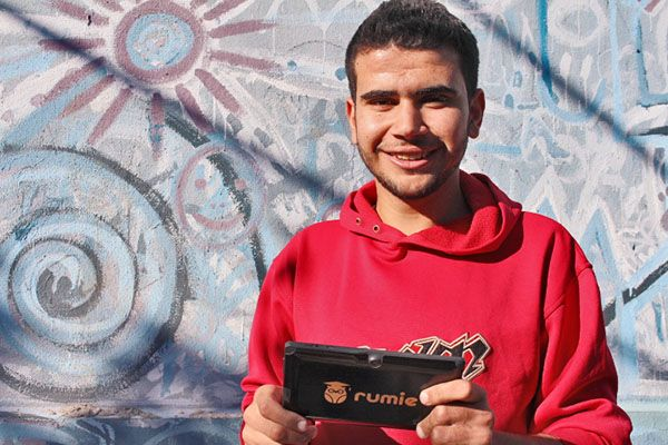 Using technology to help educate refugee children, the The Rumie Initiative is rebuilding Syria through education. #GivingLifeBlog