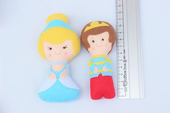 Muñecos de fieltro: Princesa Cenicienta y príncipe regalo
