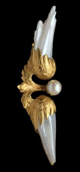 ANTONIN COL, Art Nouveau Winged Brooch, composed of gold and pearl, Marks: Eagle's head & maker's mark AC with a collar, French, c.1900.
