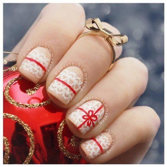 Deze nail art brengt je meteen in de kerststemming