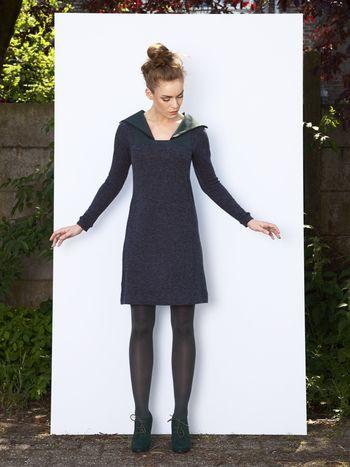 Gebreide jurk met petrol groene kraag Designed by Fenny Faber