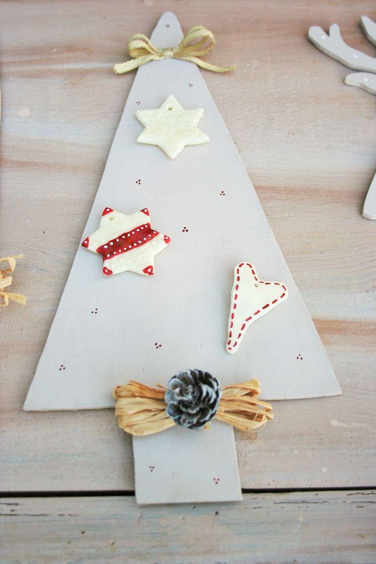 albero Natale in legno con pigna a decorazioni