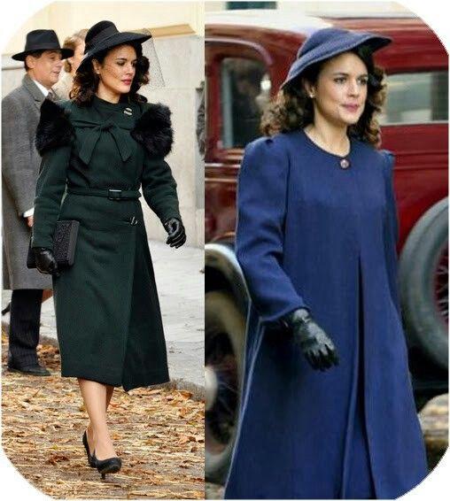 Abrigos, sombreros, guantes, carteras. Sira luce todo tipo de complementos