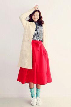 Today's Hot Pick :アランアミロングニットコート http://fashionstylep.com/SFSELFAA0006262/aurajjp/out しっかりアラン編み生地があったかコート。 デザインはシンプルなワントーンにし、大人しく演出。 流行りなく、長く着られて超使える1アイテムです☆ ぴた&ゆるトラウザーとのあわせ◎、スカートとのあわせも◎