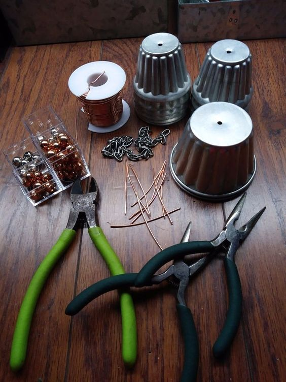 I'm with several folks here on Hometalk in that I love rain chains. While visiting my sister we went thrift shopping and I found these metal cups (some kind of…