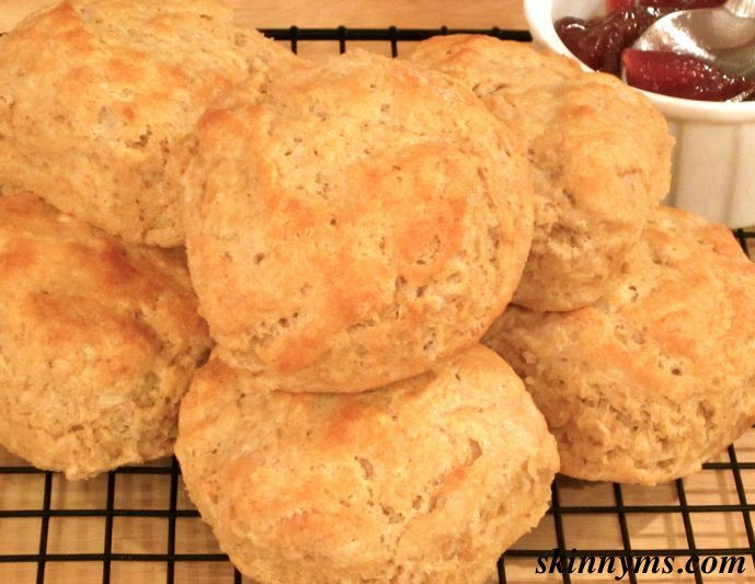 Old-Fashioned Buttermilk Biscuits - light, flaky, and only 183 calories each! #comfortfood #cleaneating
