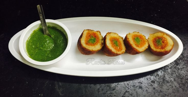 Nariyal patties is a potato ball with three layers. Crispy potato patties stuffed with sweet-tangy coconut stuffing in the middle. And the inner layer is of green chutney.