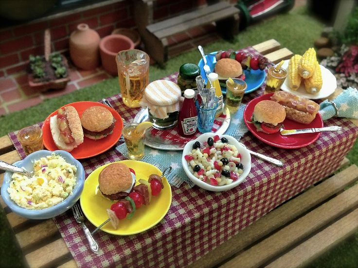 4th of July picnic.  Kathleen Holmes dollhouse.