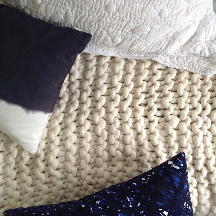 Close up of the chunky knit garter stitch bed runner from chaingangstore.co.nz