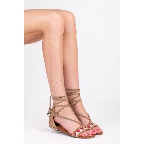 Dámské sandály Yeeze béžové AKCE – béžová Hit letních ulic! Lace-up šněrovací sandály v pohodlném provedení budou skvělou volbou pro toulání se městem, nebo pro jakoukoli jinou činnost. Sandály jsou doplněny o podrážku z umělé …