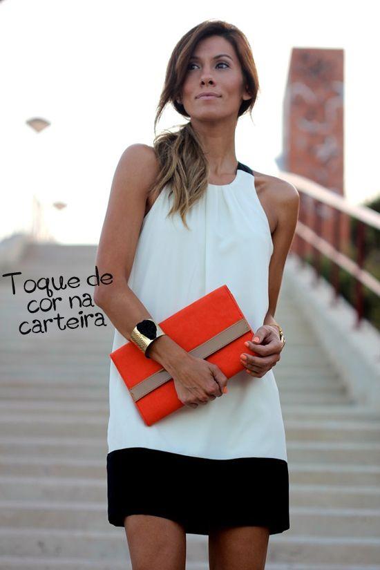 look-preto-e-branco-carteira-laranja