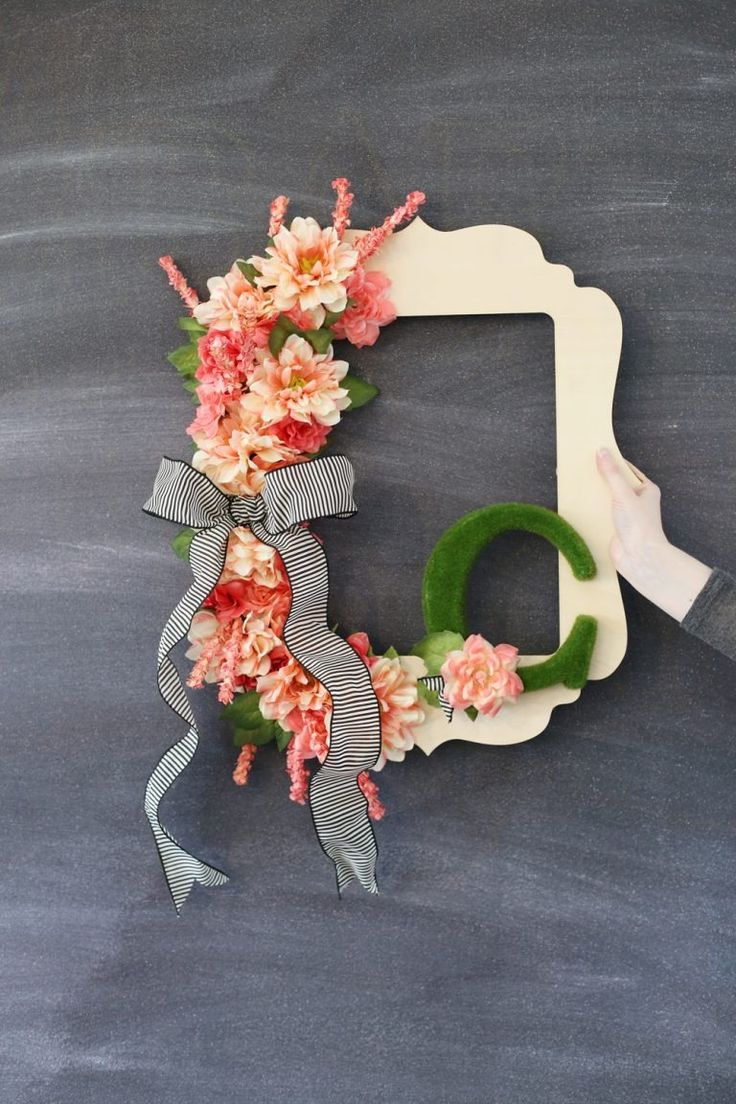 DIY spring frame wreath idea from MichaelsMakers  Sugarbee Crafts
