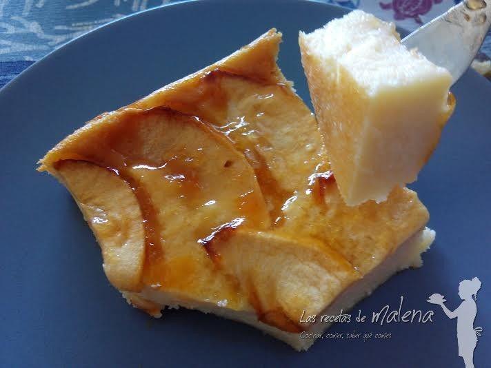 Tarta de manzana con yogur  Ingredientes:   - 4 manzanas  - 3 yogures griegos  - 3 cucharadas de azúcar  - 3 huevos  - 4 cucharadas de harina  - 2 cucharadas de mermelada de albaricoque