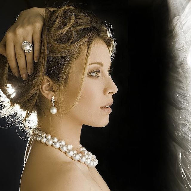 #pearlscenter #jewelry #jewellery #athens #pearls #south #sea #producers #fashion #unique #elegance #throwback #photoshoot