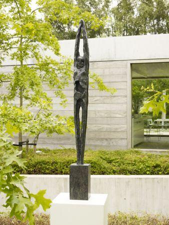 """""""Still"""": Bronzestatue der flämischen Künstlerin Ann Vrielinck. – Skulpturen …   – Keramische Kunst"""
