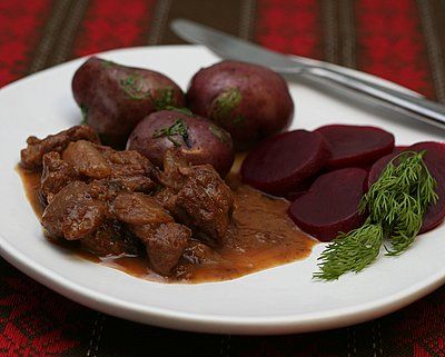 An old-fashioned recipe for Swedish Kalops, chunks of beef slow-cooked with onions and cranberry. Recipe © Kitchen Parade.