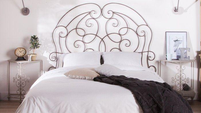 *tête de lit fer forgé fixée au mur