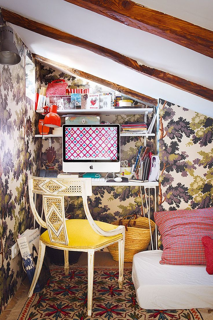 wallpapered office home design. ambiance colore chez nuria mora garden officeoffice homeoffice spacesoffice decorforest wallpaperdesign wallpapered office home design m