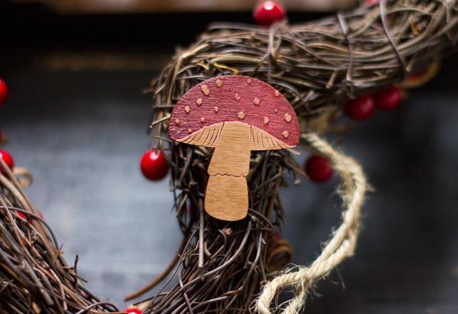 Wooden Mushroom Brooch mycology fungi outdoors £9.00