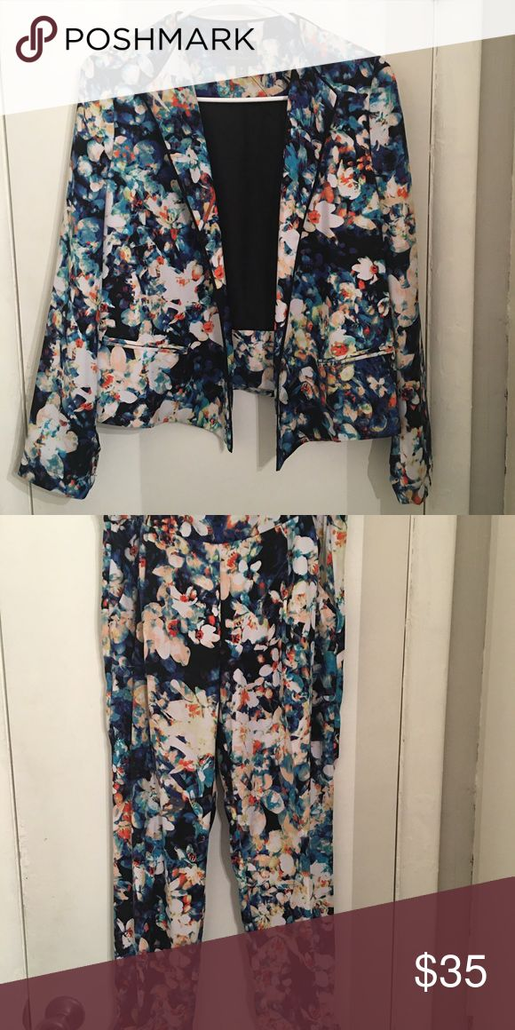 Worthington Soft Floral Suit Used soft floral suit in great condition. Can be layered over a silky top with pumps or over a graphic tee with Chuck Taylors.  All read offers are welcome! 😁 Worthington Pants