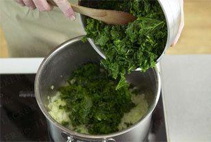 Grünkohl kochen - so geht's - gruenkohl-unterruehren