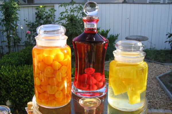 Flavored vodkas are hot - as evidenced by the ever-growing marketplace selection ranging from ordinary vanilla or citrus vodka to the whimsical vodkas infused with chocolate or root beer. Because of their popularity, quality flavored vodkas don't come cheap. But you can frugally add your own signature flavor to plain vodka by making infused vodkas at home. Here's how.