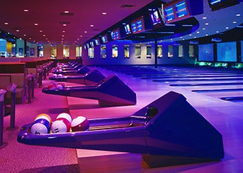 Palasad South London Ontario - arcade, bowling, beers, and wings! Family and/or firend fun at Palasad!