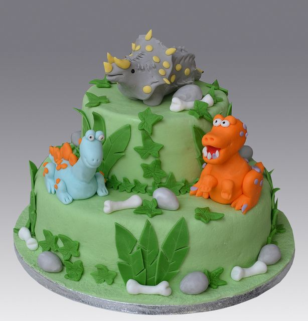 Dinosaur Cake by Gellyscakes, via Flickr