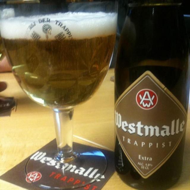 Westmalle extra, niet dubbel of Tripel. Moeilijk te vinden ! http://lambikstoemper.files.wordpress.com/2012/03/westmalle-extra.jpg