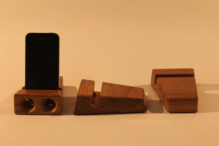 Suporte para iphone com saída som. Feito de madeira canela.