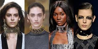 La moda de este año como accesorio son los chokers, por lo que aquí queremos proponerte varias ideas de outfits con chokers. Si quieres ver más ideas con últimas tendencias, no te olvides de visitar nuestra web (www.modaellas.com)