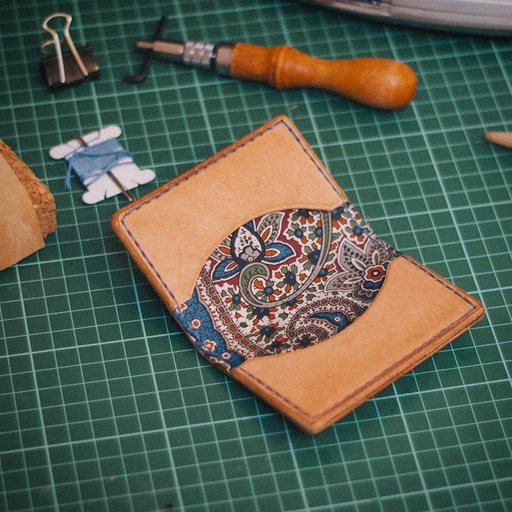simple leather wallet, fabric interior. Love the lining on this.